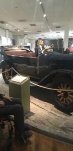 En av de äldre bilmodellerna på museét